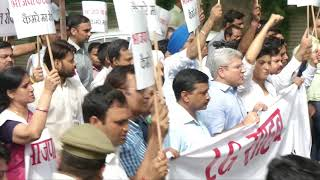 Delhi CM Arvind Kejriwal along with MLA's Protesting Outside LG House regarding Women Security