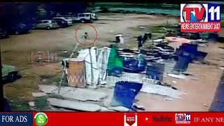 RAMGOPAL PET POLICE CHASED 18 MONTHS BABY  CASE IN NECKLESS ROAD , HYD | Tv11 News | 25-05-2018