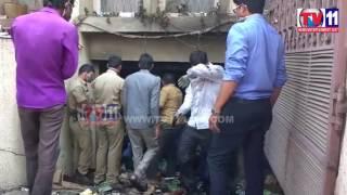 FIRE ACCIDENT  AT MODEL COLONY SR NAGAR TV11 NEWS 23RD FEB 2017