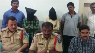PRESS MEET ON CHAIN SNATCHER ARREST BY ACP BALANAGAR DIVISION TV11 NEWS 15TH MAR 2017
