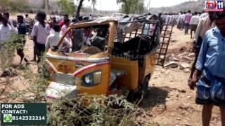 ROAD ACCIDENT AT MOLAKALMURU CHITRADURGA  TV11 NEWS 18TH MAR 2017