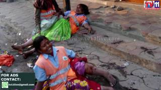 GHMC WORKERS INJURED IN CAR ACCIDENT AT MADHAPUR TV11 NEWS 27TH MAR 2017