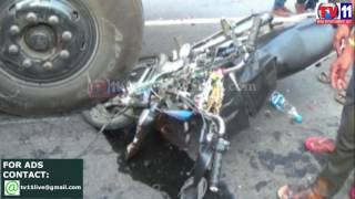 TWO YOUTH DIED IN ACCIDENT AT KHANAPURAM WARANGAL TV11 NEWS 1ST APR 2017