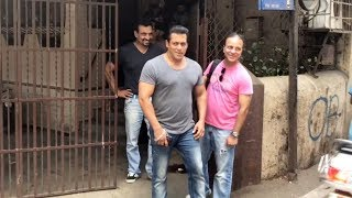 RACE 3 | Salman Khan Spotted Outside Dubbing Studio | Purple Haze Studio Bandra