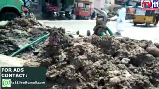 ROAD DAMAGED DUE TO PIPELINE LEAKAGE AT ONE TOWN  VIJAYAWADA TV11 NEWS 15TH APR 2017