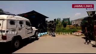 CRPF jawan injured - foils rifle snatching bid in Kashmir