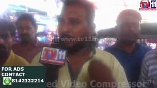 STREET HAWKERS HARASSED BY POLICE AT VIJAYAWADA  TV11 NEWS 15TH APR 2017
