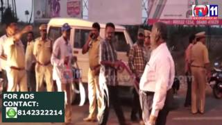 VEHICLE CHECK BY ACP VIJAYAWADA AT POTTIPADU TOLLGATE VIJAYAWADA TV11 NEWS 26TH APR 2017