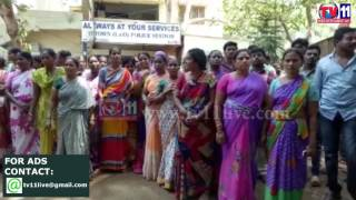 WOMENS PROTEST  AGAINST ROAD ROMEOS AT ELURU TV11 NEWS 8TH MAY 2017