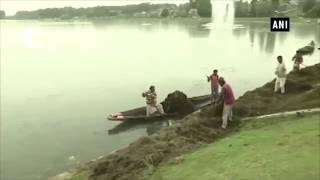 Massive cleaning drive begins at Dal Lake