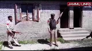 Alert security guard foils rifle snatching bid in south Kashmir