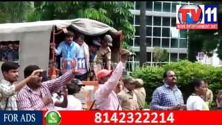ESI HOSPITAL OUTSOURCE EMPLOYEE DHARNA POLICE ARREST EMPLOYEE AT SR NAGAR TV11 NEWS 20TH JULY 2017