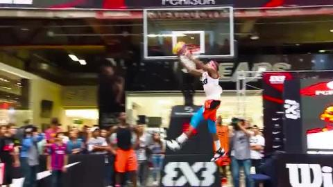 Check the mixtape of professional dunker Jordan Southerland featuring some of his biggest slams from throughout his career!