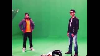 Virat Kohli is giving advice to Yuvraj Singh on how to stop laughter.