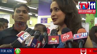 ACTRESS PRAGYA JAISWAL INAUGURATES SPECIAL STALL FOR ORPHAN CHILD AT AMEERPET | Tv11 News |12-06-18