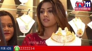 విశాఖలో సందడి చేసిన సినీ నటి అను ఇమానుయల్   బ్యూటీపార్లర్ ప్రారంభానికి అను   Tv11 News   09-12-2017