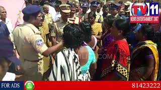 HIGH TENSION AT ZAHIRABAD OVER DOUBLE BEDROOM HOUSES | Tv11 News | 02-03-2018