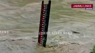 River Jhelum flows above critical mark, flood alert sounded