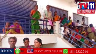 FARMERS PROTEST ON SBI BANK OVER NOT GIVING CHEQUES MONEY IN DOULTHABAD | Tv11 News | 15-05-18