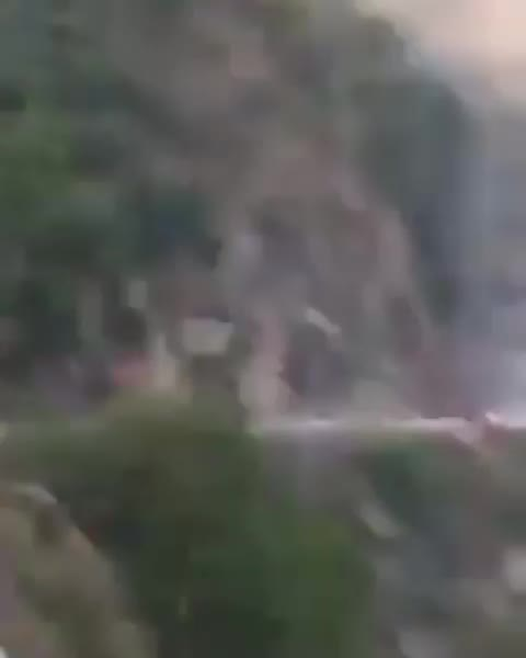 ऋषिकेश से रुद्रप्रयाग को आरहे गैस सिलेंडरों से भरे ट्रक पर लगी आग फटने लगे गैस सिलिंडर