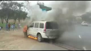 Sikar live ||sikar lakshmangarh हाइवे पर बीच सड़क गाड़ी में लगी आग |