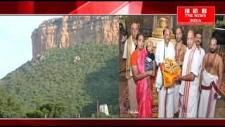 विदशी भक्त ने बालाजी भगवान के मन्दिर मे 2 किलो सोने के खडाव भेट किया