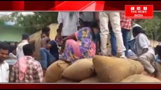 तेलंगाना के KHAMMAM में  मिर्ची आन्दोलन कर रहे किसानो से मिलने पहुचे कई नेता