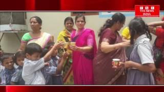 HYDERABAD NEWS : समाजसेवी महिलाओ ने किया फल का वितरण