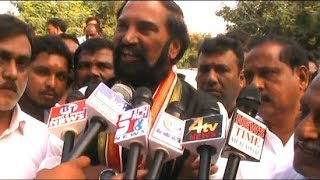 Ou Students Protest   Congress Supports The Students And Blames Trs Govt.
