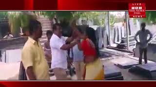[Telangana News] महिला ने चप्पलों से की TRS कॉर्पोरेटर के पति की पिटाई