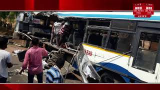 Karimnagar ] Seven people died in a road accident in Karimnagar district on Tuesday morning.