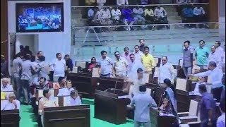 BJP Vs Congress | Fight Between Bjp And Congress in Assembly Of Gujarat.
