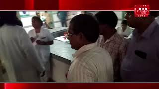 [ Shahjahanpur News ] Shahjahanpur District Hospital, a man hurled badly at surgeon doctor