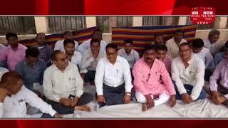 Gonda ] Gonda Gram Panchayat Officer Samanya Samiti on the one-day hunger strike for their demands