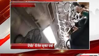 ठाणे - ठाणे के लोकल ट्रेन में निकला सांप  - tv24
