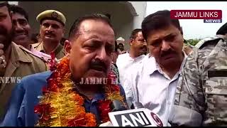 Dr Jitendra Singh distributes LPG connections under Ujjawala Yojana