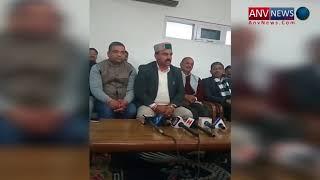 हमीरपुर में कांग्रेस केनेता inderdutt लखनपाल पत्रवार्ता करते हुए
