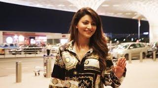 Stunning Urvashi Rautela SPOTTED At Mumbai Airport