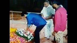 Vijay pay tribute to Karunanidhi at marina   கலைஞர்  நினைவிடத்தில் நடிகர் விஜய் அஞ்சலி