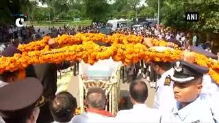 Mortal remains of Atal Bihari Vajpayee being taken to BJP headquarters