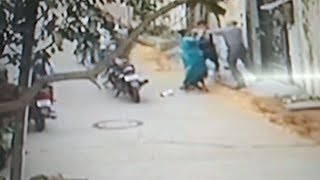 ਫੈਕਟਰੀ ਚ ਕੰਮ ਕਰਨ ਤੋਂ ਇਨਕਾਰ ਕਰਨ ਤੋਂ ਬਾਅਦ ਔਰਤ 'ਤੇ ਹਮਲਾ ਕਰਨ ਦੀ  CCTV VIDEO | JanSangathan Tv