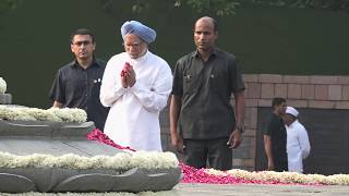 Congress President Rahul Gandhi paid tributes to former PM Rajiv Gandhi on his birth anniversary