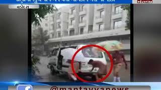 students pushed schoolvan Vadodara