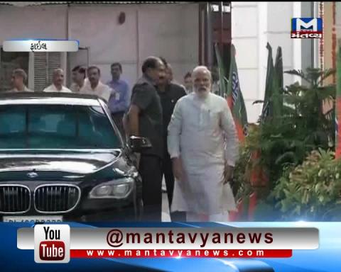 PM Narendra Modi does not forget to meet his mother on one day visit to Gujarat.