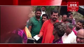 Gonda]गोंडा में हिंदू युवा वाहिनी के जिलाध्यक्ष शारदा कांत पांडे व कार्यकर्ताओं के साथ आर्थिक सहायता
