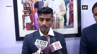 Rajyavardhan Rathore gives cash reward to athlete Govindan Lakshmanan