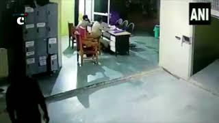 Undertrial prisoner brutally attacks 2 policemen at Bhind police station in Madhya Pradesh