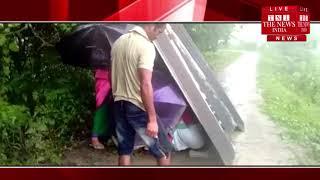 [ Assam ] असम के माजुली जिले में एक गर्भवती महिला ने तेज बारिश मे रास्ते पर बच्चे को दिया जन्म