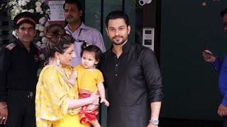 Kunal Khemu And Soha Ali Khan With CUTE Daughter At Salman Khan's Ganpati 2018