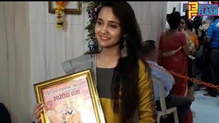 Ashi Singh Taking Blessing At Andheri Cha Raja 2018 - Ye Un Dino Ki Baat Hai Serial
